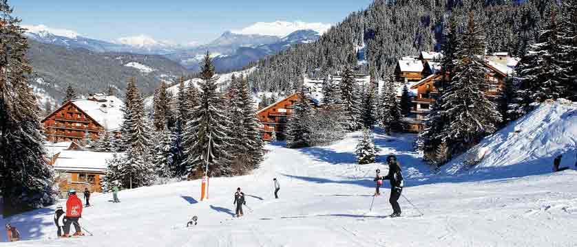 france_three-valleys_meribel_skiers-on-the-piste.jpg (1)